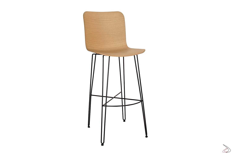 Sgabello moderno con struttura in tondino di acciaio e sedile in legno rovere