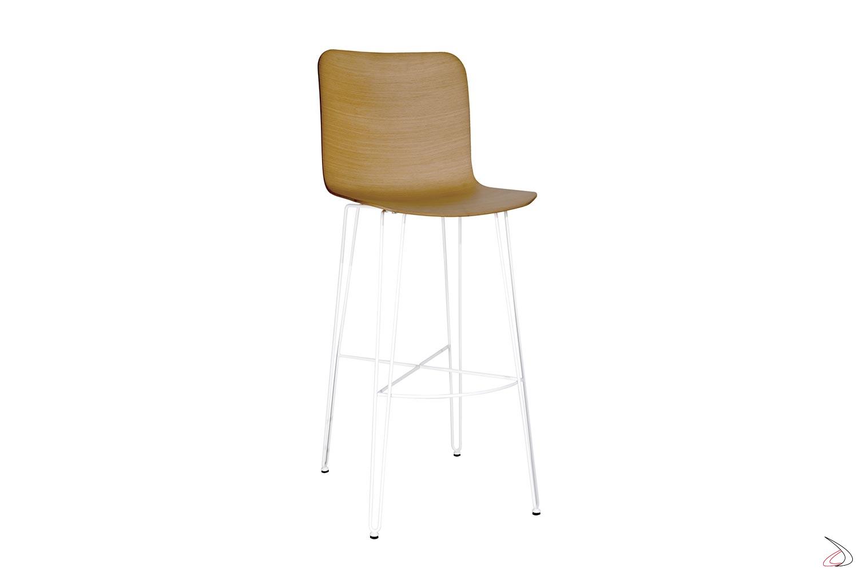 Sgabello di design bianco con seduta in legno rovere e gambe in acciaio