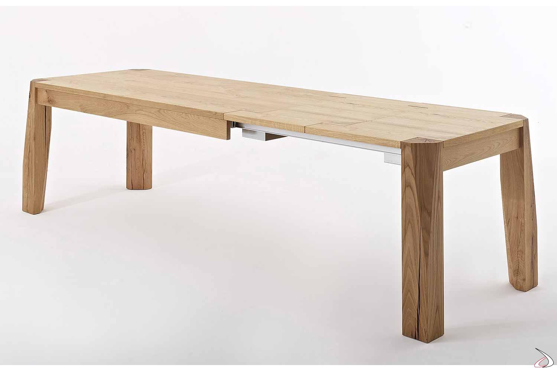 Tavolo allungabile da soggiorno in rovere nodato con gambe in massello