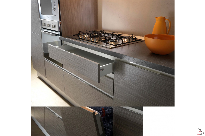 Cassetti cucina attrezzati e con chiusura rallentata