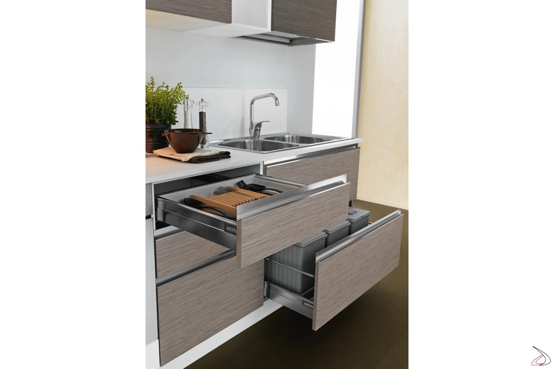 Cucina moderna Pisa, particolare cassetti attrezzati