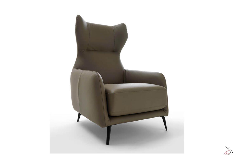 Poltrona di design da salotto con schienale alto e poggiatesta in pelle