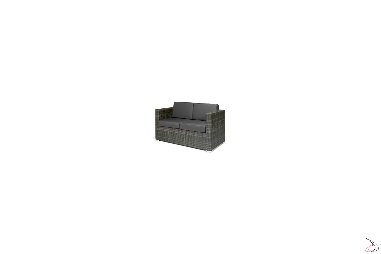 Divano da esterno grigio cenere con cuscini colore antracite