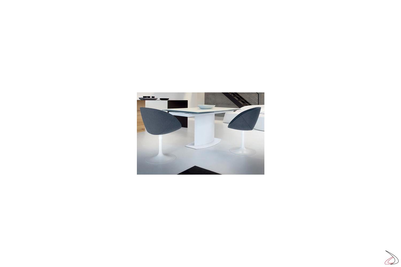 Poltroncina girevole imbottita per tavolo soggiorno