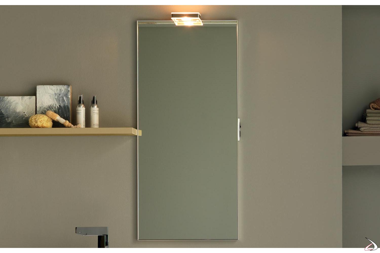 Specchio moderno con presa ed interruttore