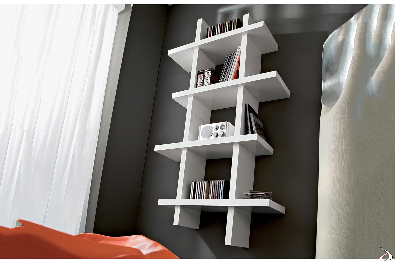 Pensile libreria verticale bianca lucida sospesa da soggiorno