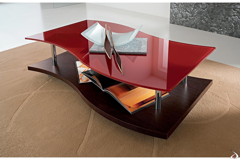 Tavolino da salotto su ruote con piano sagomato in vetro rosso