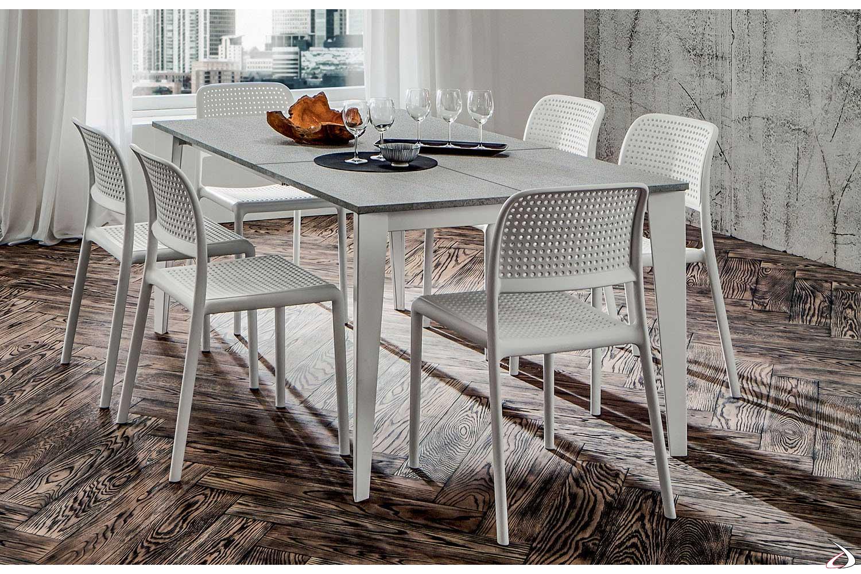 Tavolo con struttura metallica verniciata bianca e piano grigio