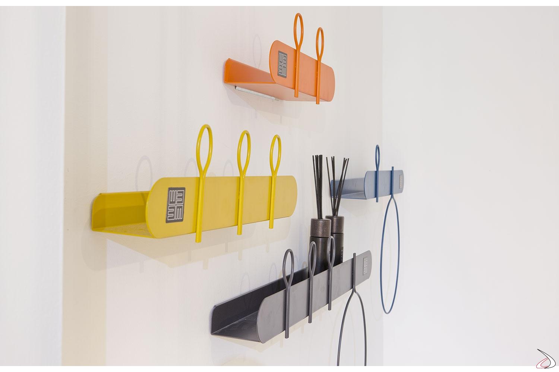 Appendiabiti colorati da parete in metallo di design