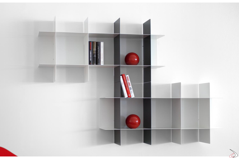 Libreria componibile in metallo curvato e verniciato