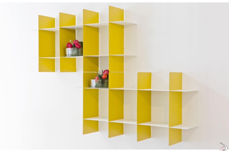 Libreria in metallo componibile sospesa a muro