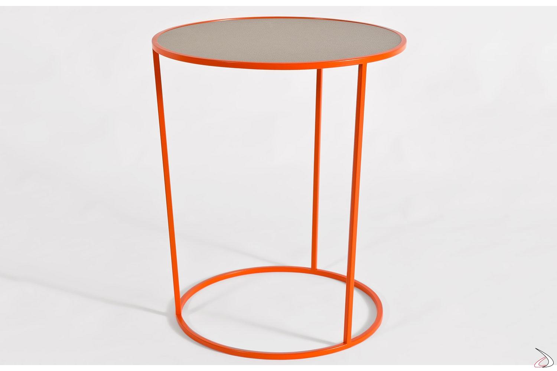 Tavolino rotondo in metallo colorato con piano in pelle