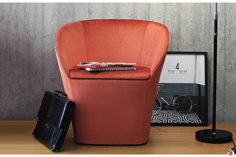 Poltrona pozzetto imbottita per sala attesa ufficio rivestita in tessuto