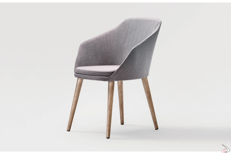 Poltroncina moderna imbottita per sala attesa con gambe in legno