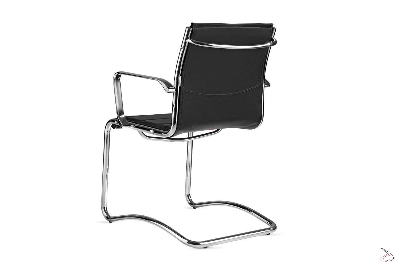 Sedia moderna in pelle con braccioli per visitatore