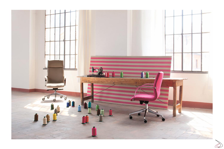 Sedie direzionali e presidenziali colorate in tessuto