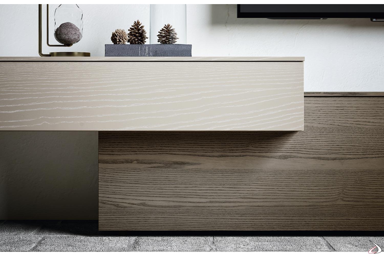 Parete attrezzata di design con base sagomata in legno frassino