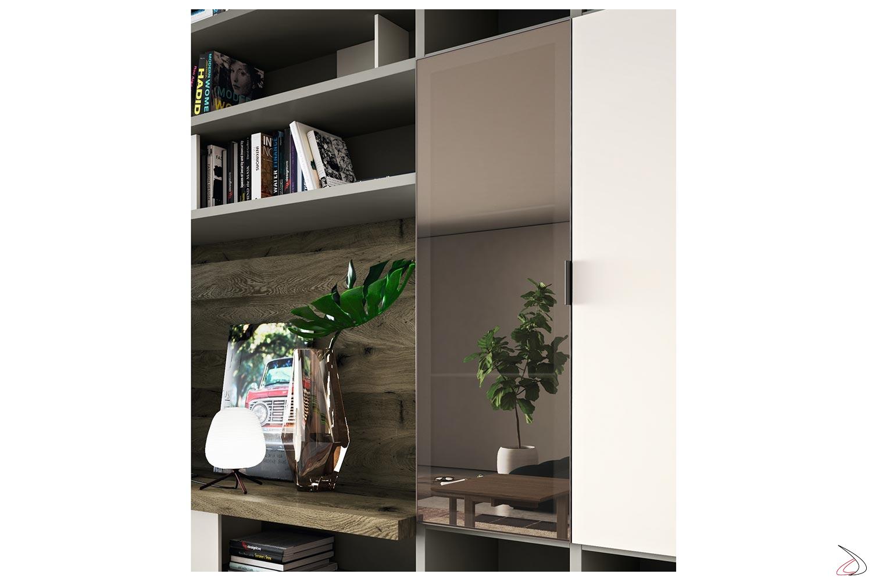 Soggiorno componibile in legno e ante in vetro