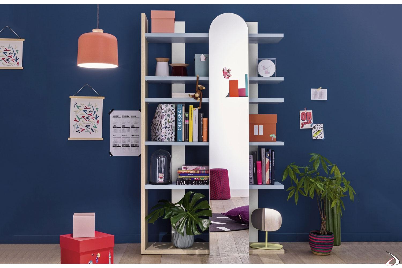 Libreria alta con specchio per camera ragazzi