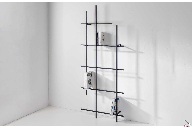 Libreria verticale moderna in tubolare d'acciaio