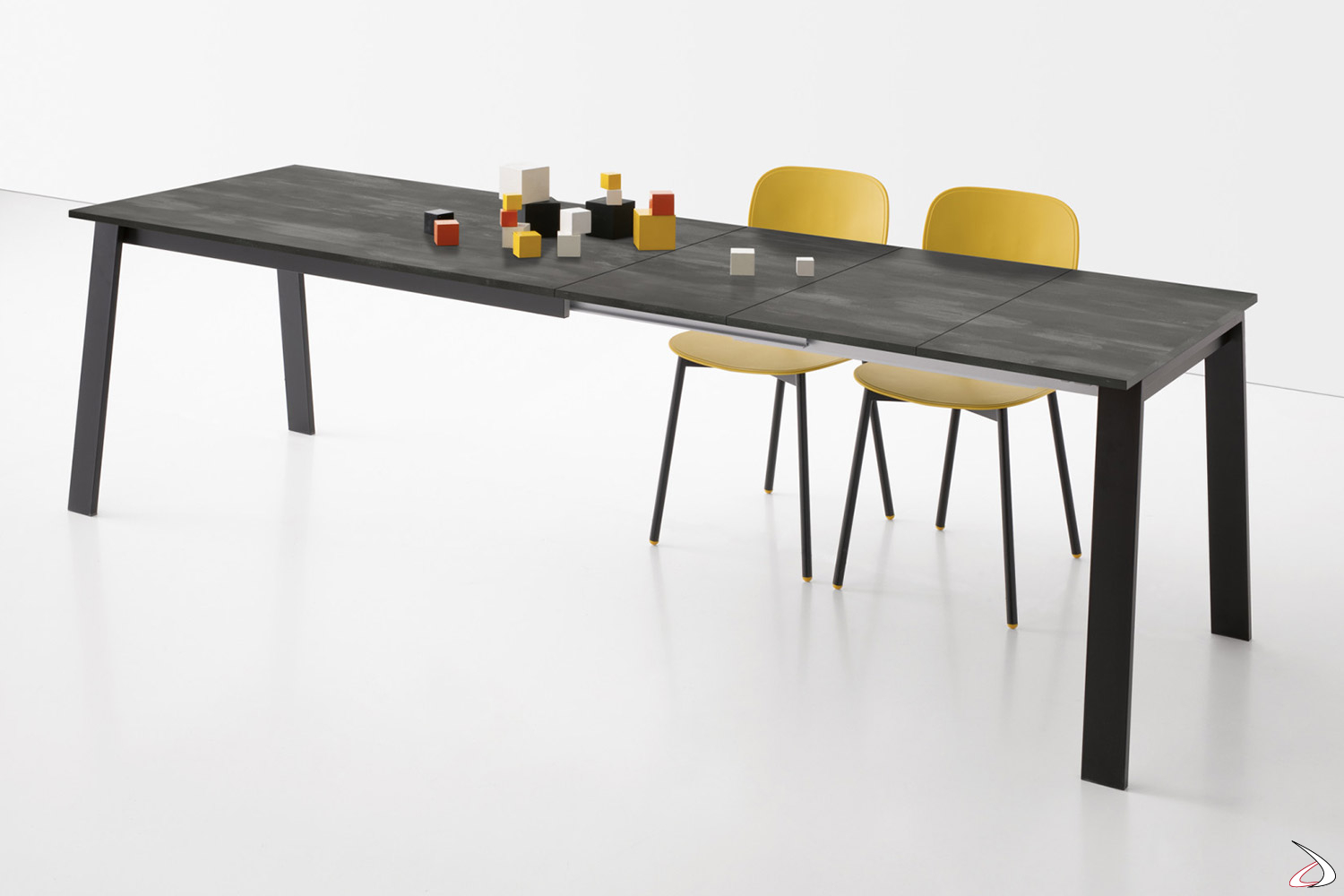 Tavolo Allungabile Con Prolunghe.Delta Kitchen Table With A Modern Design And Metal Legs