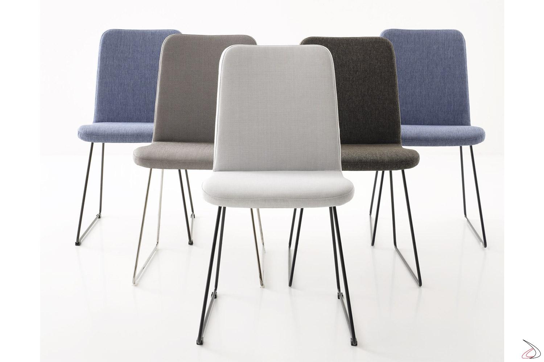 Sedie di design imbottite con gambe a slitta in filo metallico