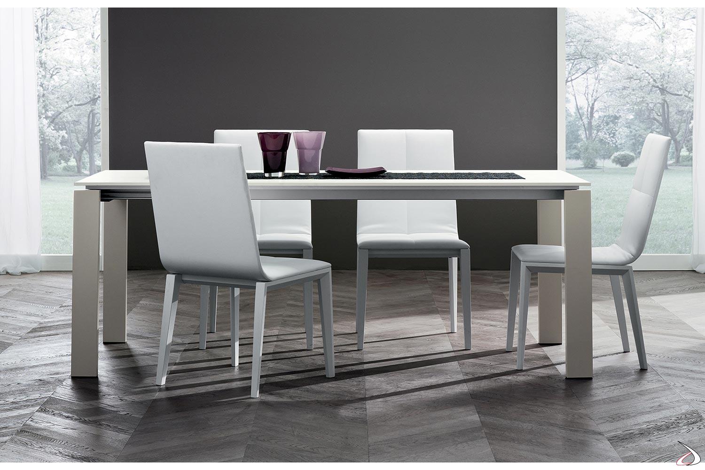 Golia-Tisch