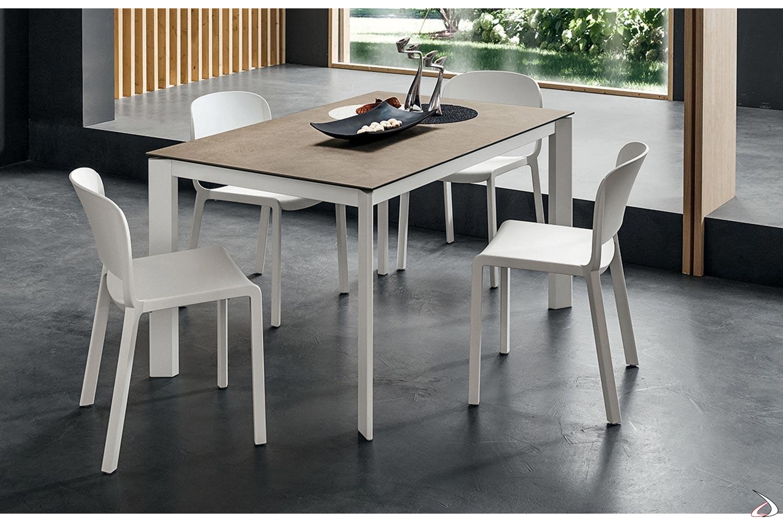 Rioma-Tisch