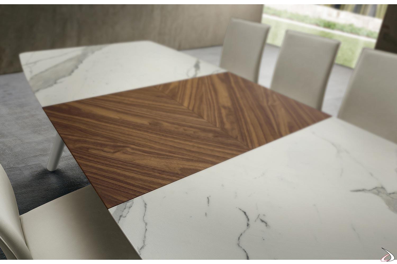 Tavolo design da soggiorno in laminam bianco statuario con prolunga in noce