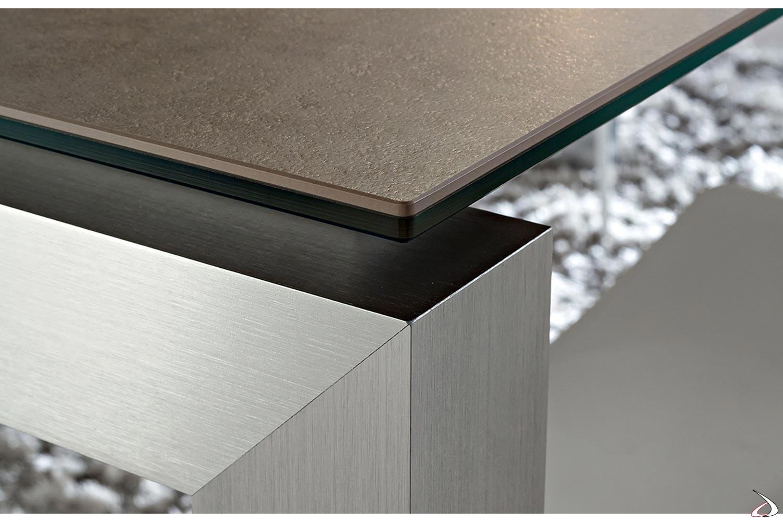 Tavolo design con piano in gres porcellanato con gambe in alluminio anodizzato
