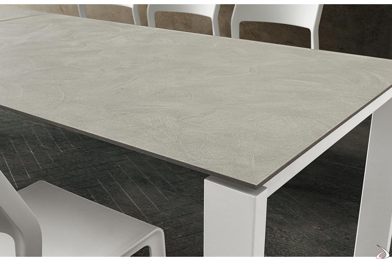 Tavolo allungabile per 10 persone con piano in HPL con gambe in metallo bianche