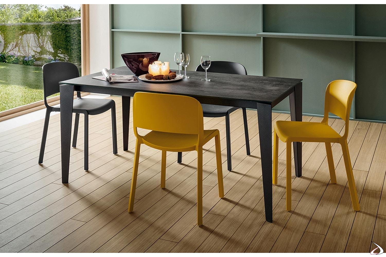 Tavolo antracite allungabile da soggiorno con piano in laminam
