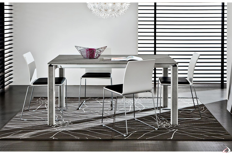 Tavolo da soggiorno con gambe particolari bianche con inserto in HPL