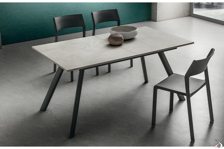 Lien-Tisch