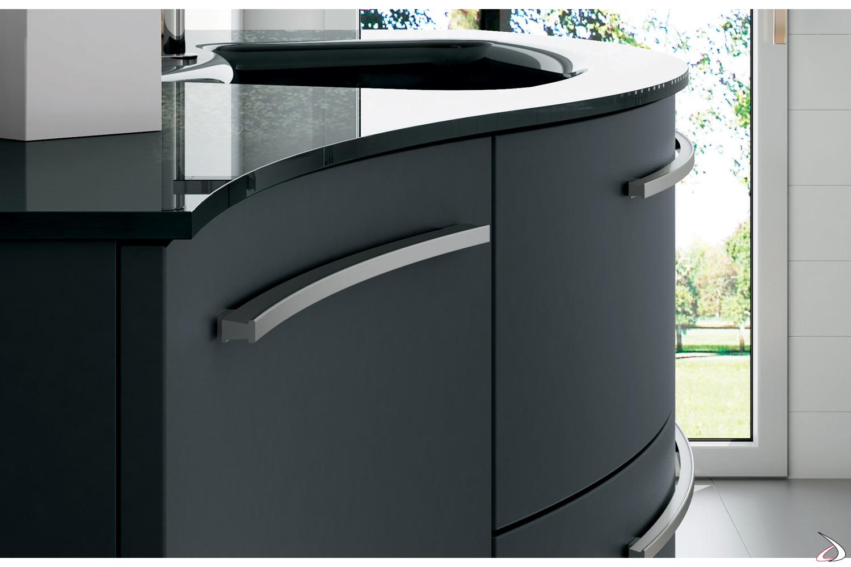 Mobile bagno curvo con maniglie in alluminio satinato
