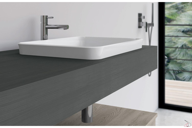Bagno con consolle scatolata e lavabo a semincasso