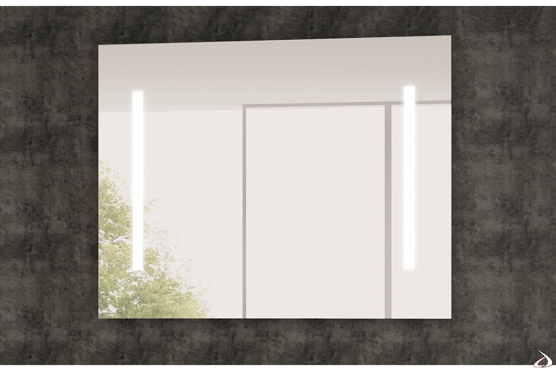 Specchiera con luce led ai lati ideale per il bagno