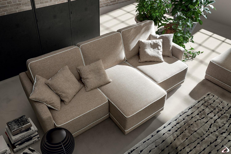 Divano con sedute movibili di design in tessuto sfoderabile e cuciture con cordoncino in contrasto