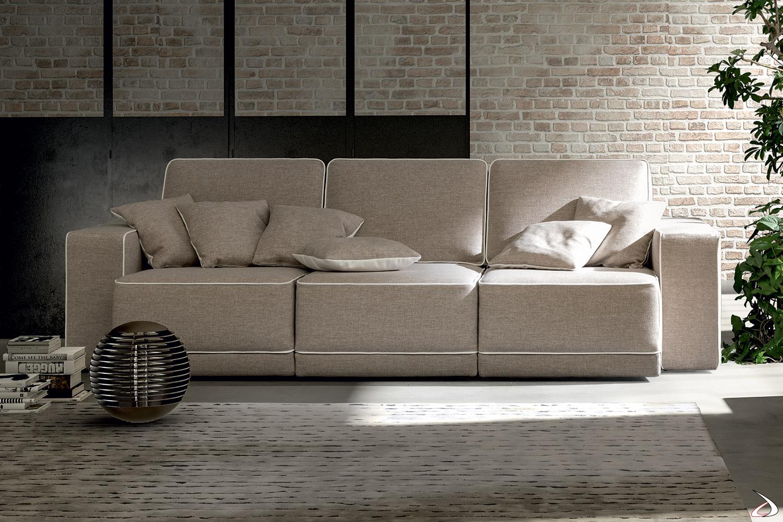 Divano di design a 3 posti con sedute scorrevoli e cuciture con cordoncino in contrasto