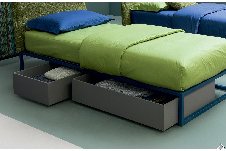 Cassetti contenitori su ruote in legno in colore grigio per letto singolo ragazzi