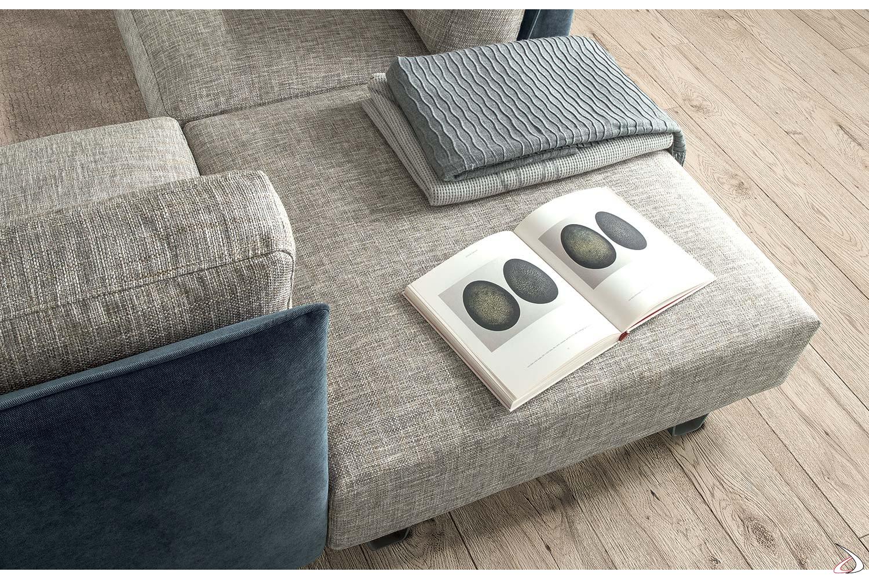 Divano lineare composto moderno con pouf angolo in tessuto