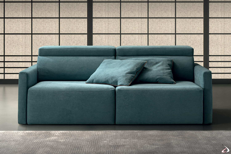 Divano moderno in tessuto sfoderabile con braccioli stretti, sedute scorrevoli e poggiatesta reclinabili