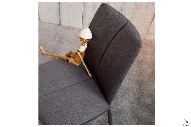 Comoda sedia moderna in tessuto, in ecopelle o pelle