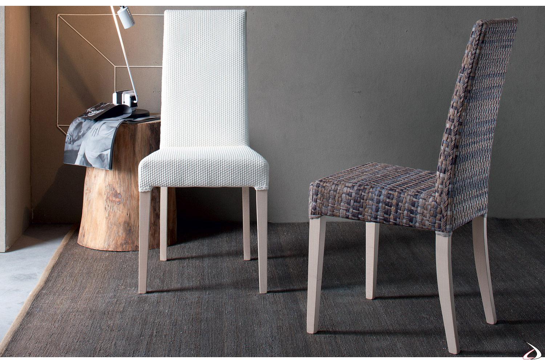 Sedia moderna da soggiorno con gambe in legno