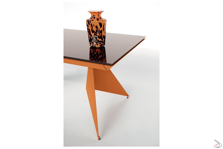 Tavolo soggiorno moderno arancione con piano in vetro moka