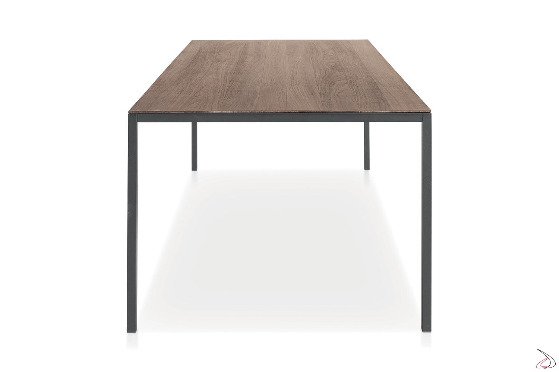 Tavolo rettangolare fisso per 8 posti a sedere con piano in impiallacciato noce canaletto