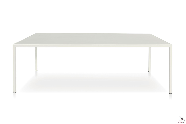 Tavolo moderno fisso con piano bianco e gambe perimetrali sottili bianche
