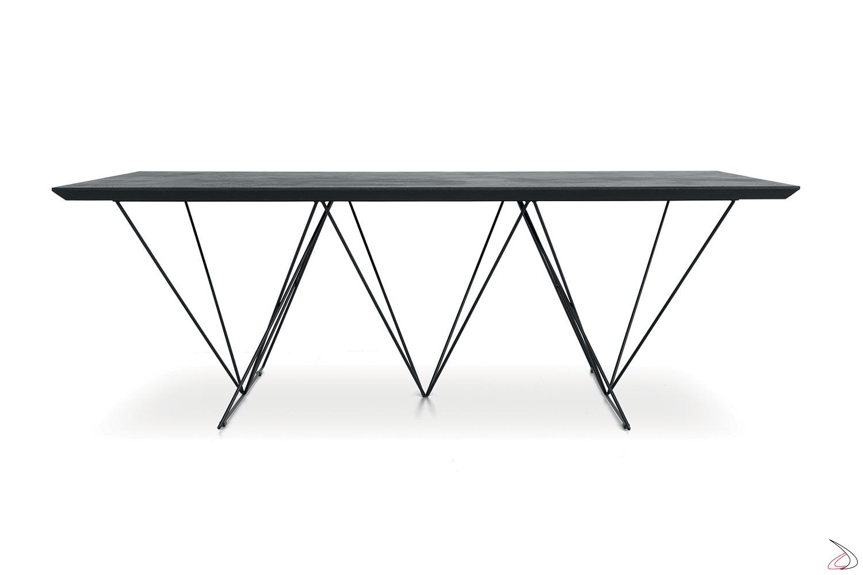 Tavolo design in ecomalta nera allungabile per 16 persone
