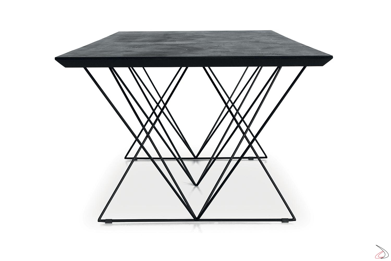 Tavolo moderno fisso in ecomalta con gambe in tondino metallico