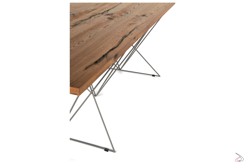 Tavolo design con piano in rovere antico e struttura in tondino grigio